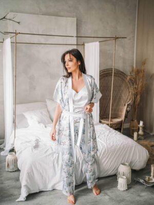Dwuczęściowa popielata, satynowa piżama Nice z printem w magnolie