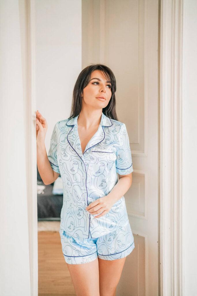 Błękitna, satynowa piżama w print SWEET DREAMS